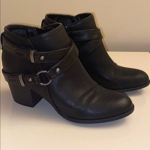 Indigo Rd. black ankle booties